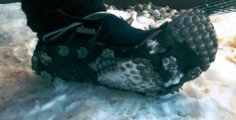 Leguano und Spikes gegen Schnee- und Eisglätte