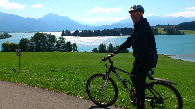 Barfuß auf Radtour um den Forggensee
