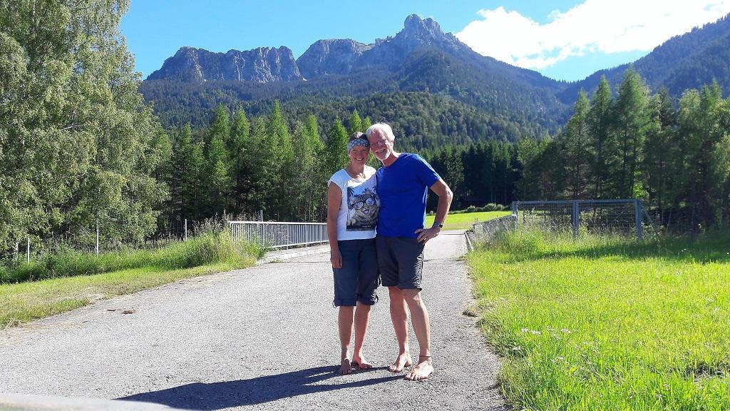 Eva und Wolfgang vor dem Säuling