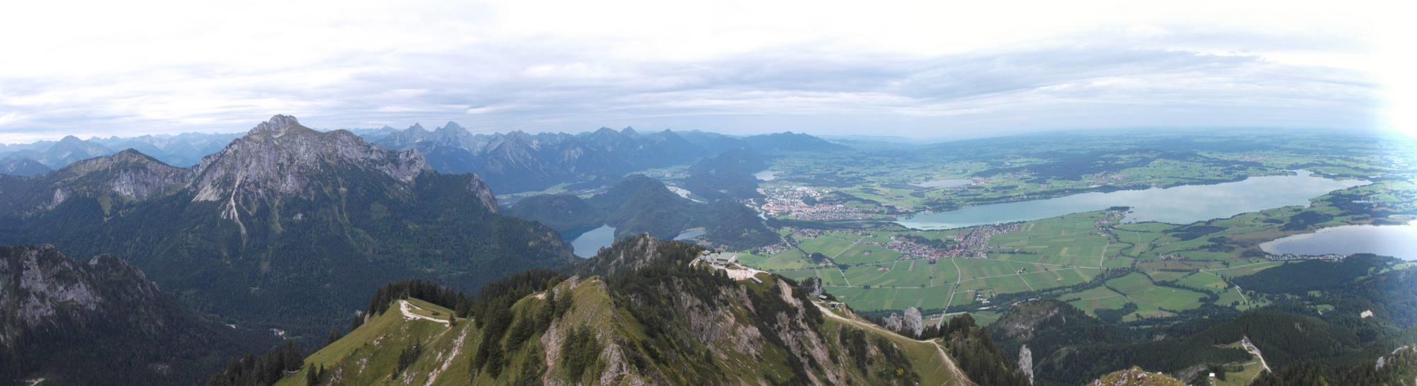 Blick vom Branderschrofen des Tegelberg auf den Säuling (links)