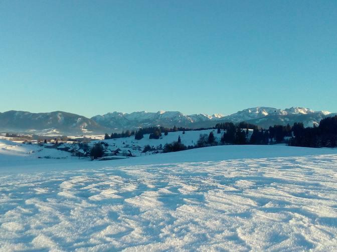 Roßhaupten-mit-den-Ammergauer-Alpen
