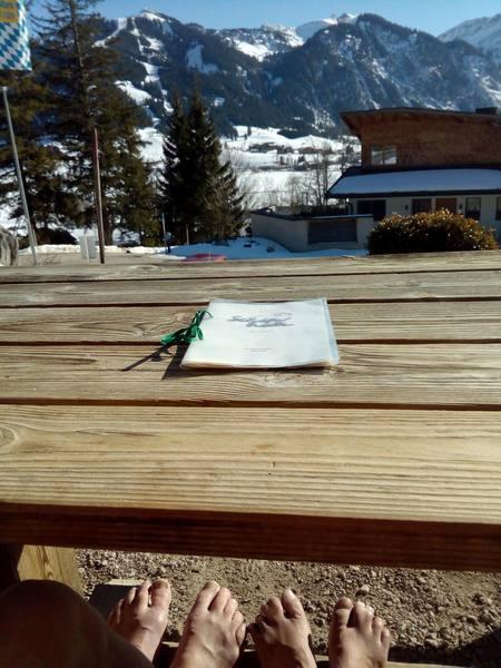Auf der Sonnenterrasse der Schäferhütte in Berg