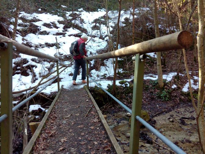 Wolfgang passiert eine Brücke über die Feuersteinschlucht