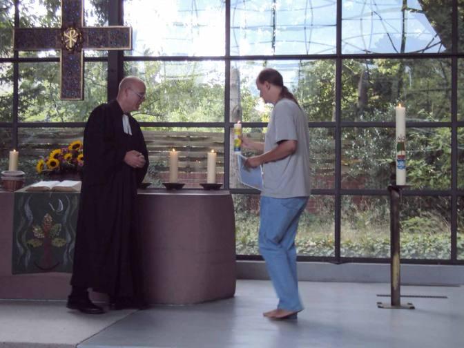 Barfuß bei der Konfirmation