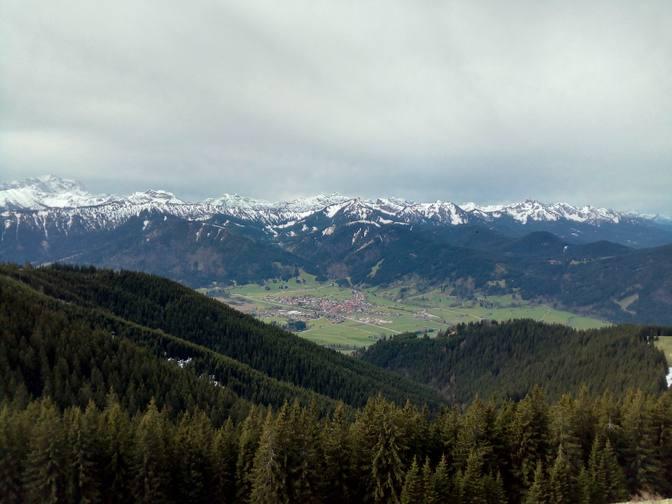Blick auf Unterammergau und die Alpen