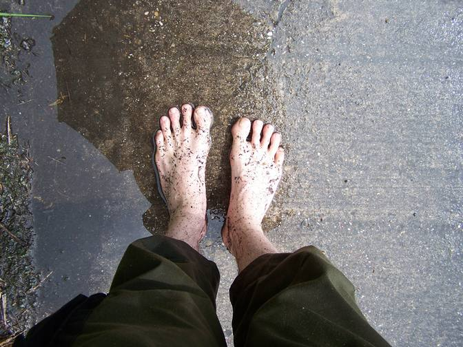 Füße im Regen