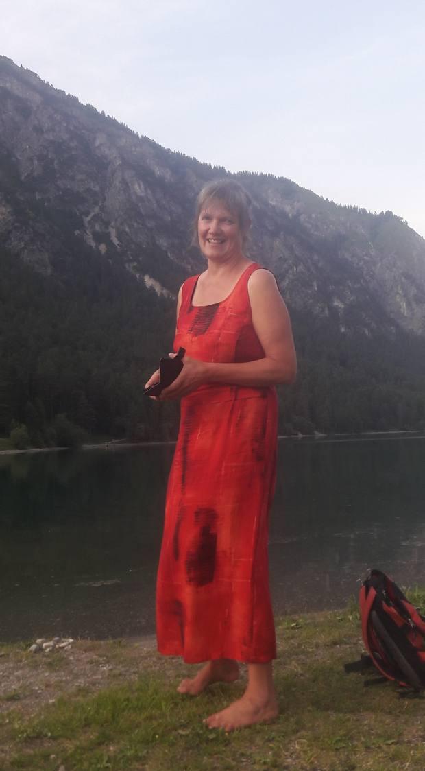 Eva im Kleid am Heiterwanger See