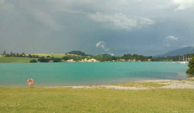 Der Forggensee im Juni vor dem Unwetter