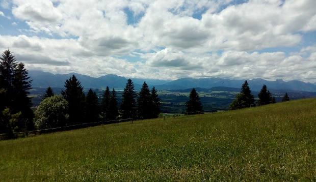 Blick vom Auerberg zum Forggensee
