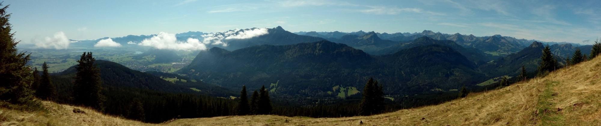 Eine Panorama über Österreichische Alpen und Vilstal