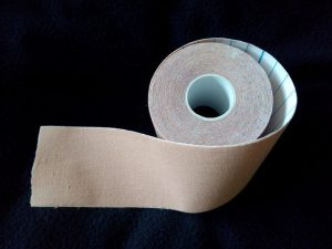 Flexibles Tape aus der Kinesiologie