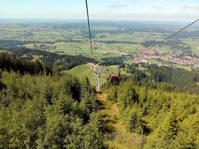 Mit dem Sessellift der Alpspitzbergbahn fahren wir wieder zur Talstation