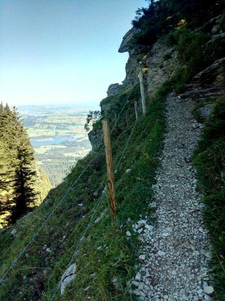 Der steinige Aufstieg auf den Gipfel des Alpspitz