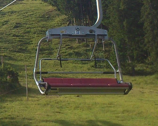 Der vier-sitzige Sessellift der Alpspitzbahn in Nesselwang