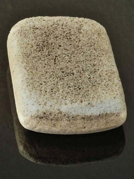 Bimsstein zum nassen Glätten von Schrunden und der Hautoberfläche
