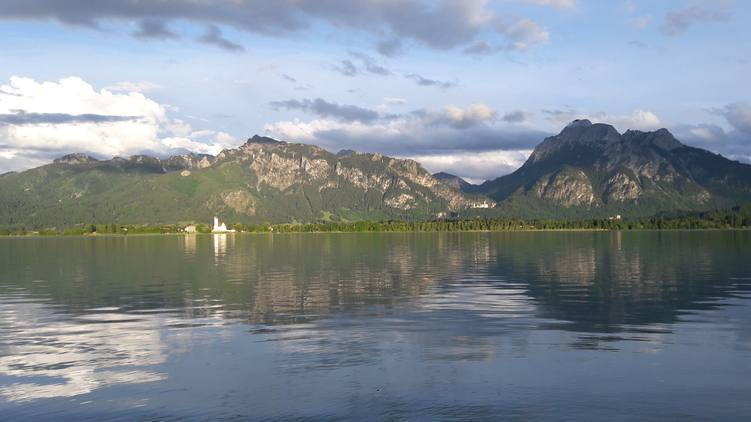 Blick über den sommerlichen Forggensee