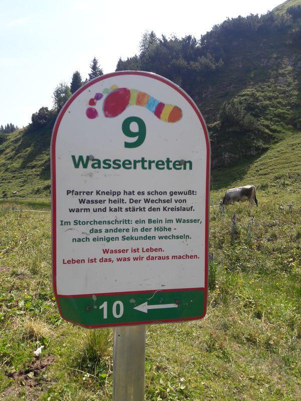 Schild zum Wassertreten