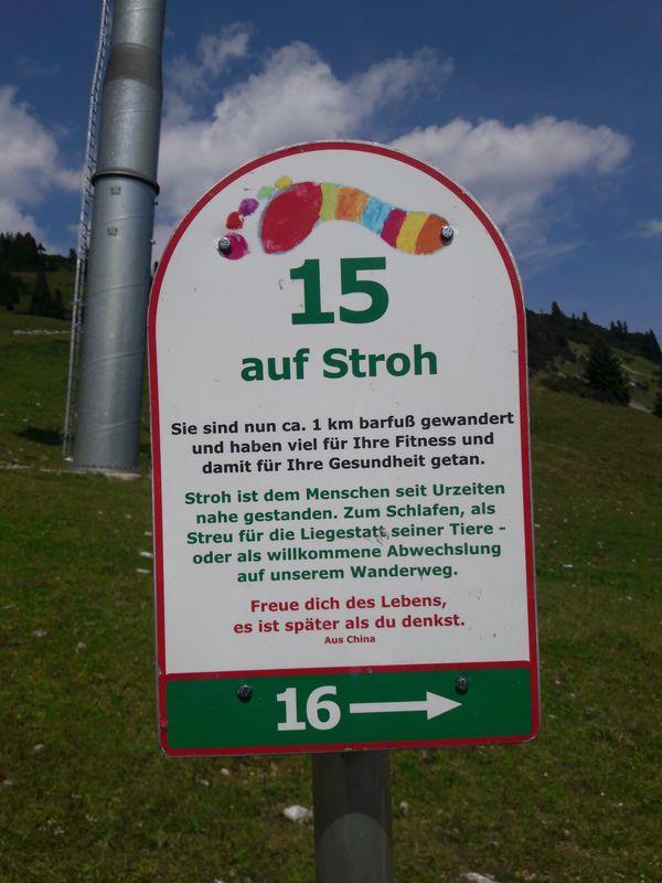 """Schild """"Auf Stroh"""""""