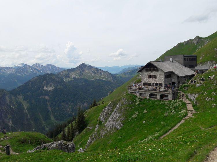 Bad Kissinger Hütte unterhalb des Aggenstein