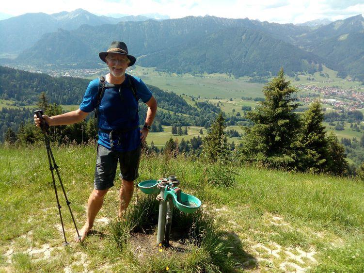 Kleine Erfrischung auf dem Weg auf die Hörnles bei Oberammergau