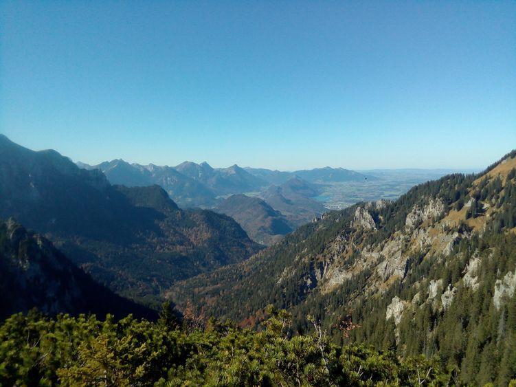Auf der Ahornspitze in den Ammergauer Bergen mit Aussicht auf die Tannheimer Berge
