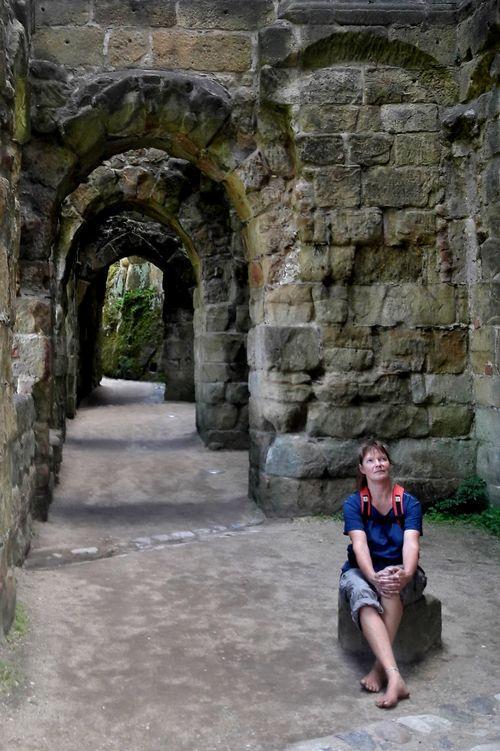 Eva in der Burgruine Oybin