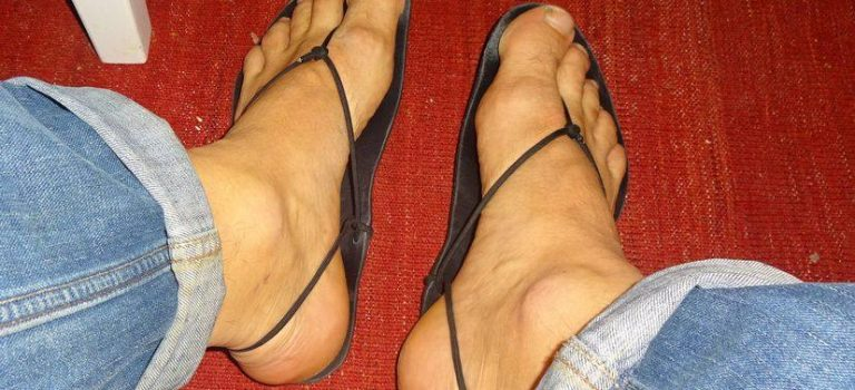 Bild der Genialen Sandale an beiden Füßen