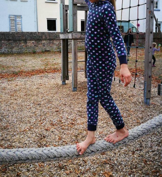 Mit stabiler Fußmuskulatur auf dem Balanceseil