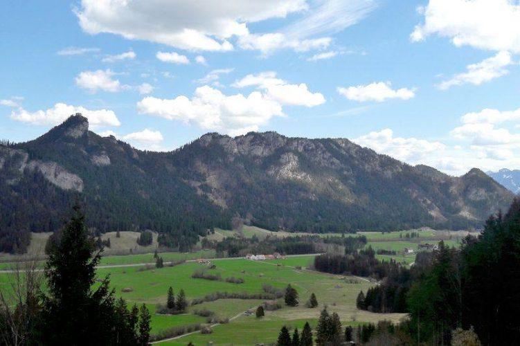 Blick auf das Bergmassiv mit dem Zirmgrat