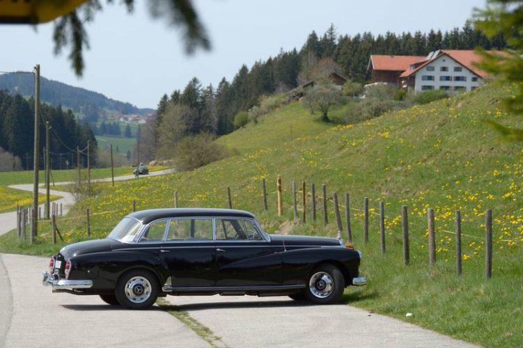 Ein alter Mercedes 300, den schon Konrad Adenauer als Staatskarosse benutzte