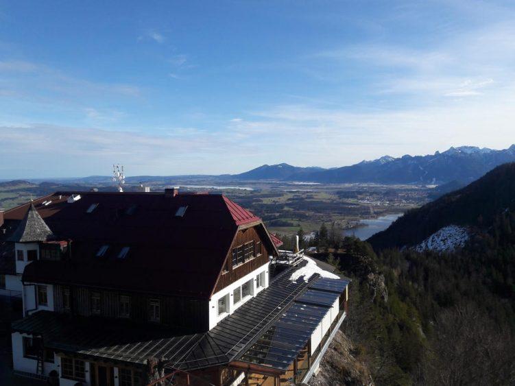 Hotel Burg Falkenstein mit Blick nach Füssen