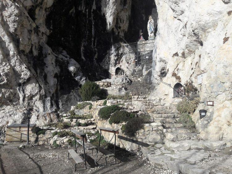 Lourdes-Grotte unterhalb Burg Falkenstein