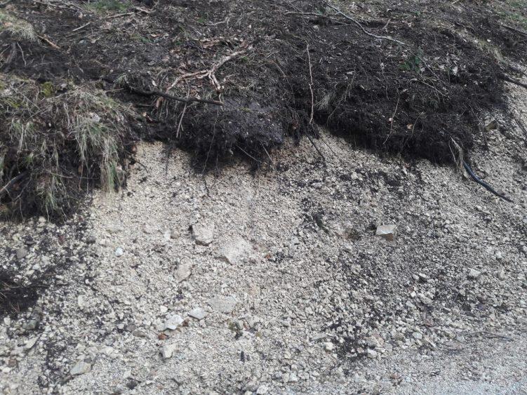 Natürlicher Splitt für Forststraßen