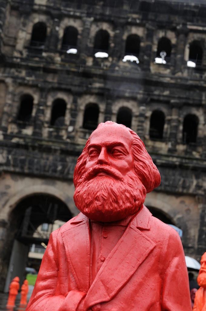 Karl Marx Statue vor Porta Nigra
