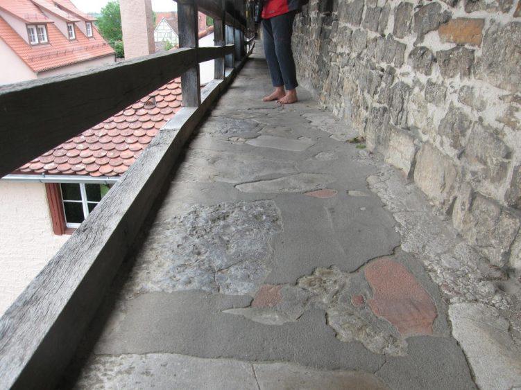 Steinboden der Stadtmauer