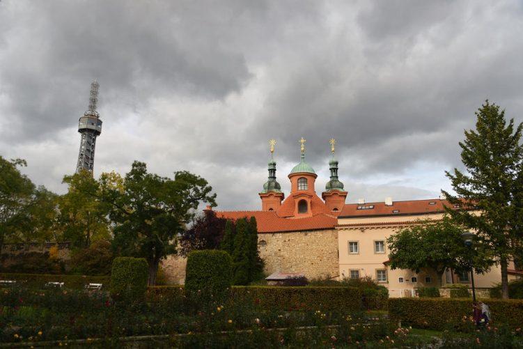 Aussichtsturm, Pavillons und Rosengarten auf dem Laurenziberg