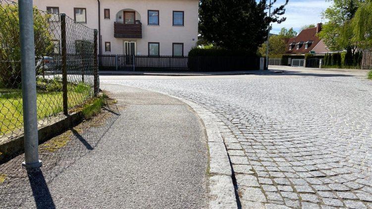 Bürgersteig und Kopfsteinpflaster in Erding