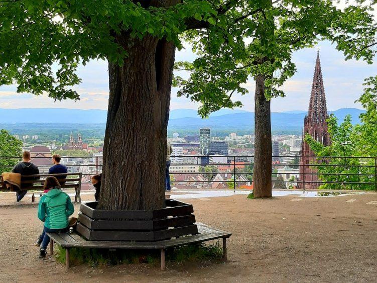 Kanonenplatz mit Blick auf Freiburg